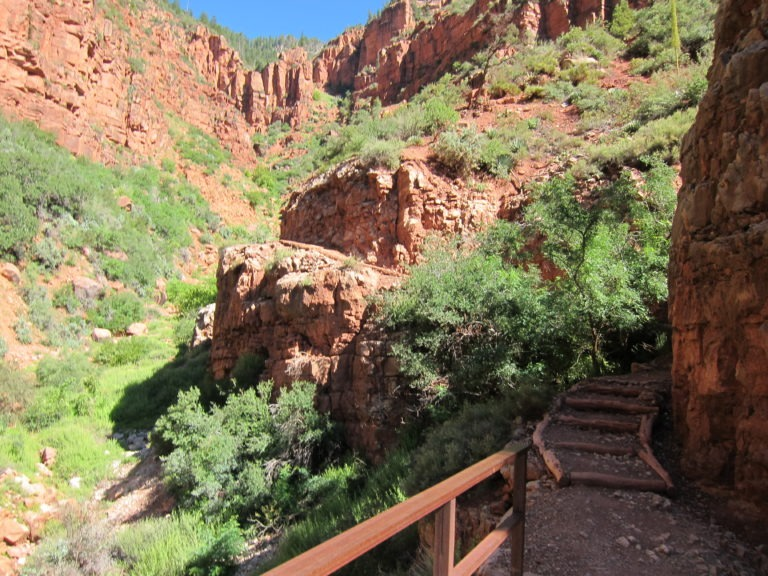 North Kaibab trail through red rock