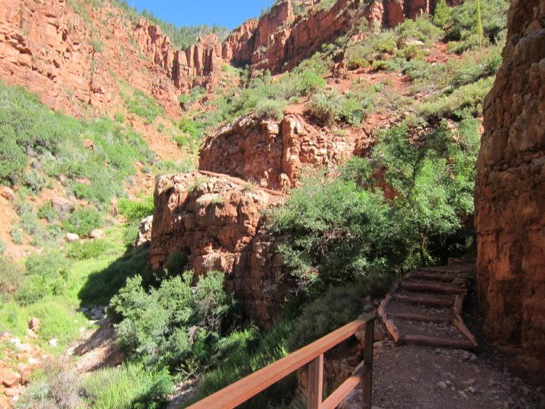 North Kaibab trail through red rock